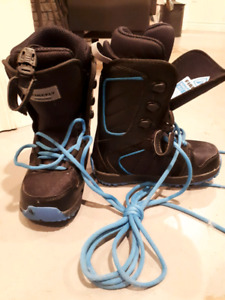 Youth firefly snowboard boots size 2