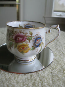 GORGEOUS OLD FINE BONE CHINA ROYAL ALBERT TEA CUP