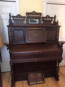 Antique Pump Organ Made In Woodstock . By W.W. Karen Company