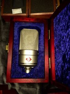 Neumann TLM49 with wooden box + shockmount