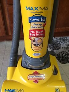 Vacuum with power bar
