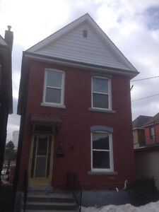 JUNE 1 - DETACHED BRICK 3BED HOME W/LAUNDRY+BACKYARD!!