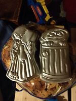 4 Cake pans