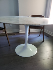 Round Calacatta White Marble Tulip Dining Table 47'