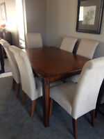 Nice Table & 6 Parson Chairs