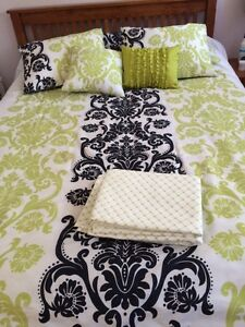 Max studio reversible comforter queen set. 9 pieces