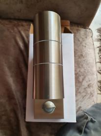 Up and down sensor light