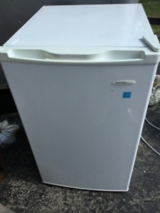 Mini upright freezer