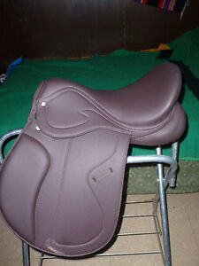 17 1/2 in NEW SYNTHETIC ENGLISH SADDLE