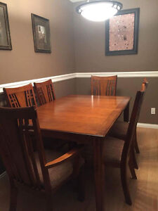 Beautiful Dinning Table & 6 Chairs