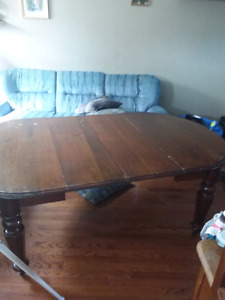 Antique Table with 2 leafs