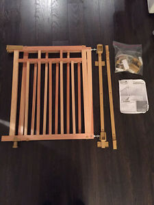Summer wood gate with dual bannister kit