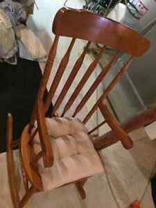 Wooden Rocking Chair Oakville / Halton Region Toronto (GTA) image 2