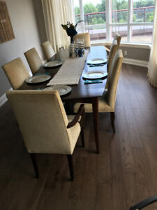 Expandable Gorgeous Dining Room Table (DeBoers)