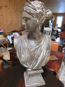 1 VINTAGE LARGE PLASTER BUST GREEK STATUE IN GOOD CONDITION ask