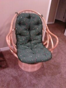 Wicker Swivel Chair with Green Pad