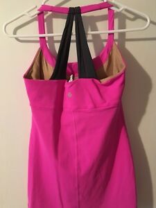 Lululemon Tops - Excellent Condition - sizes 4 & 6 Kitchener / Waterloo Kitchener Area image 3