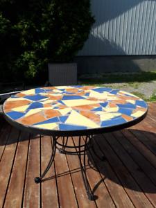 TABLE  pour PATIO  fait par artisan ou  pour salle à dîner ...