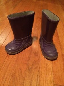 Toddler size 7 rubber boots purple