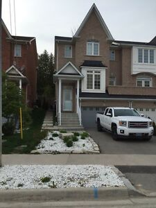 BEAUTIFUL fully upgraded town home in the heart of Fergus