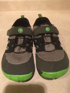 Youth Merrell Vibram Trail Shoes Size 6 London Ontario image 4