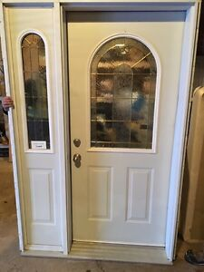Entry Door with Sidelite