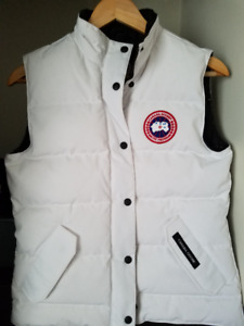 BRAND NEW Canada Goose Freestyle Vest Woman's Small (White)
