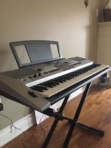 Yamaha PSR E413 keyboard Piano, Synthesizer  *LIKE NEW*