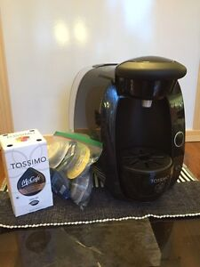 Tassimo machine with cups!