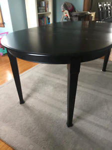 Lovely black dining table and six chairs
