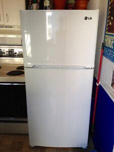 Refrigerateur, Cuisiniere et Petite laveuse - 240$