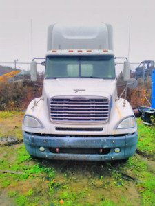 Parting out 2005 Freightliner Columbia