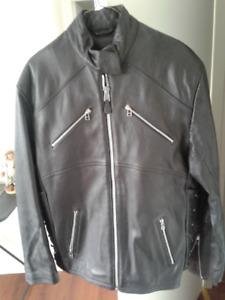tres beau manteau de cuir