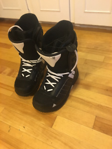 Mens size 9 K2 black snowboarding boots