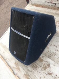 2 Floor monitor speakers
