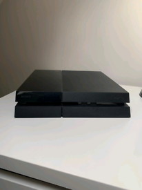 Sony PS4 + controller(s)