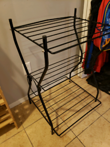 Black metal stand / bird cage stand !