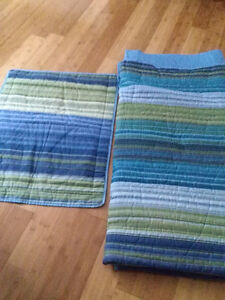 STRIPED COMFORTER WITH PILLOW SHAM