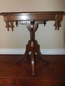 Vintage Duncan Phyfe Table! Brass Floral Inlay& Acorn Finials!