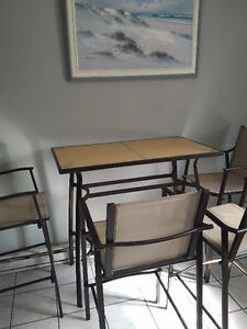 Table and 4 chair for kitchen or backyard West Island Greater Montréal image 3
