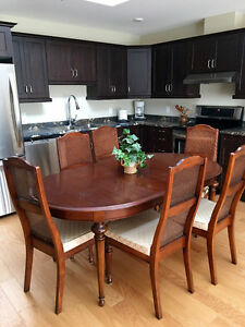 Strathroy Solid Wood Dining Room Set - Beautiful Condition Kingston Kingston Area image 1