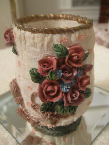 GORGEOUS LITTLE VINTAGE POTTERY PIECE with EXQUISITE DETAIL