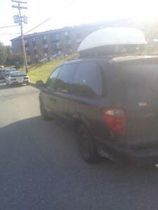 2001 Dodge Grand Caravan Familiale + pneus d'hiver