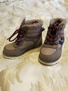 Toddler size 5 Oshkosh boots