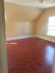 2 Bedroom Upstairs Apt-Central Yarmouth