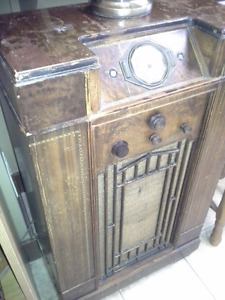 Collectables of all kinds... Radios, mirrors, home decor..etc