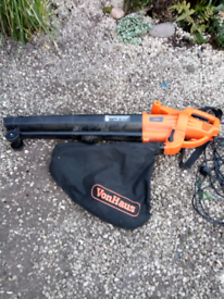 Garden leaf vacuum blower