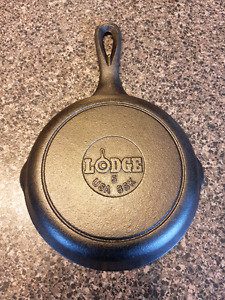Cast Iron Skillet/Pan