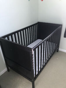 Ikea Sundvik Crib with Mattress and Sheets
