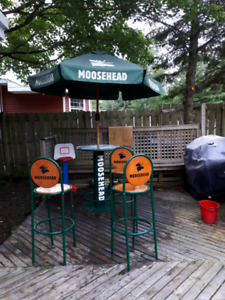 Moosehead patio bar stool and table set
